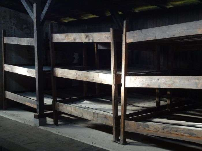 Прогулянка по концентраційному таборі Аушвіц в наші дні (40 фото)