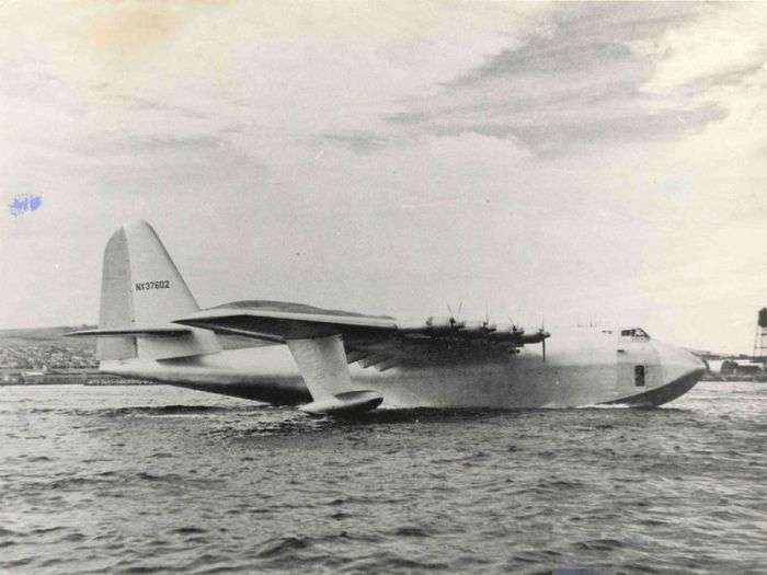 Архівні знімки гігантського літака з дерева (33 фото)