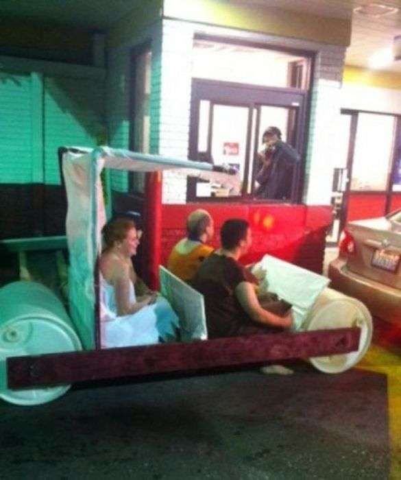 ТОП-33 безглуздих і дивних покупців на Макдрайві (33 фото)