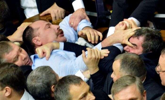 Масові бійки депутатів зі всього світу за 2012 рік (25 фото)