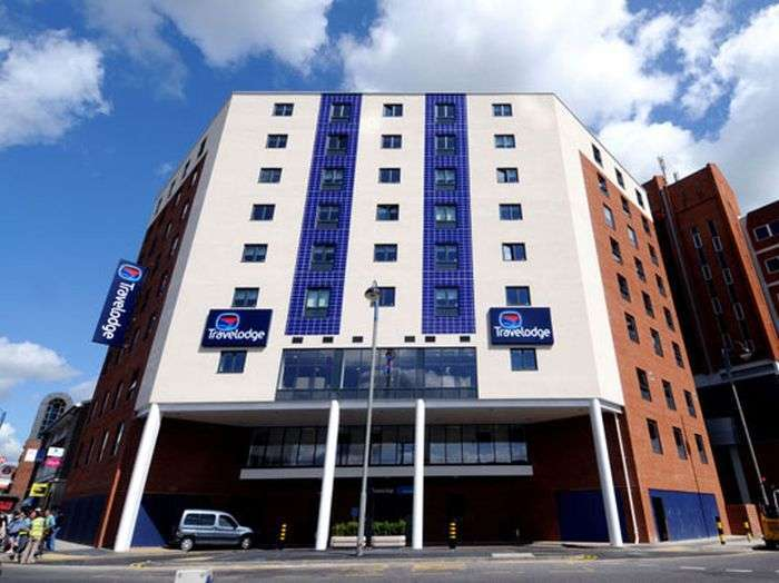 Незвичайна конструкція готелю в Англії (6 фото)