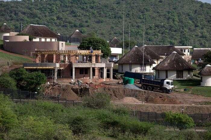Як президент ПАР Джейкоб Зума з бідністю в країні боровся (7 фото)