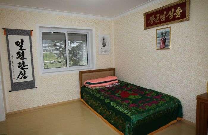 Квартира робочого класу в Північній Кореї. Обережно, пропаганда :) (10 фото)