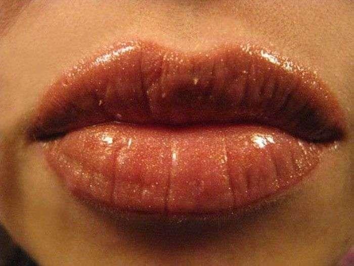Хворобливий процес татуажу губ (7 фото)