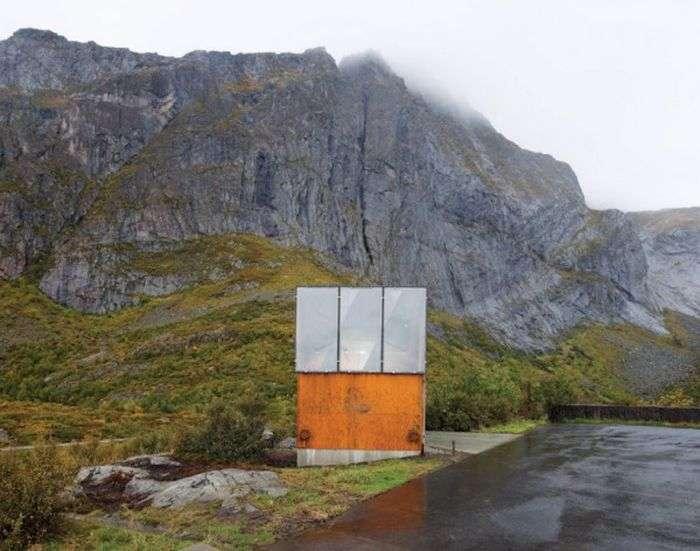Незвичайні туалети в громадських місцях (24 фото)
