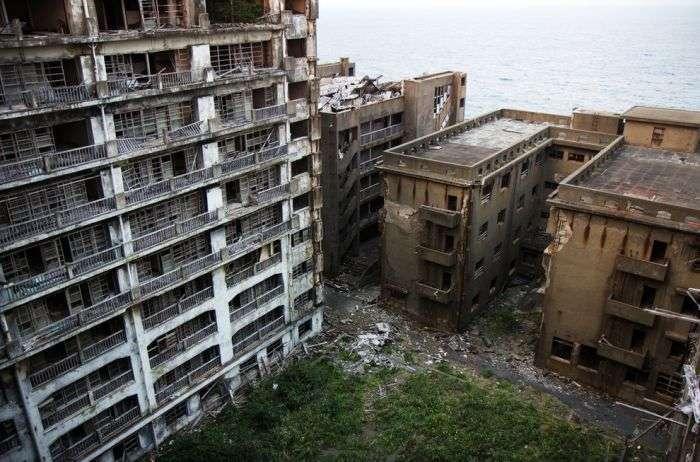 Покинутий японський острів (21 фото)