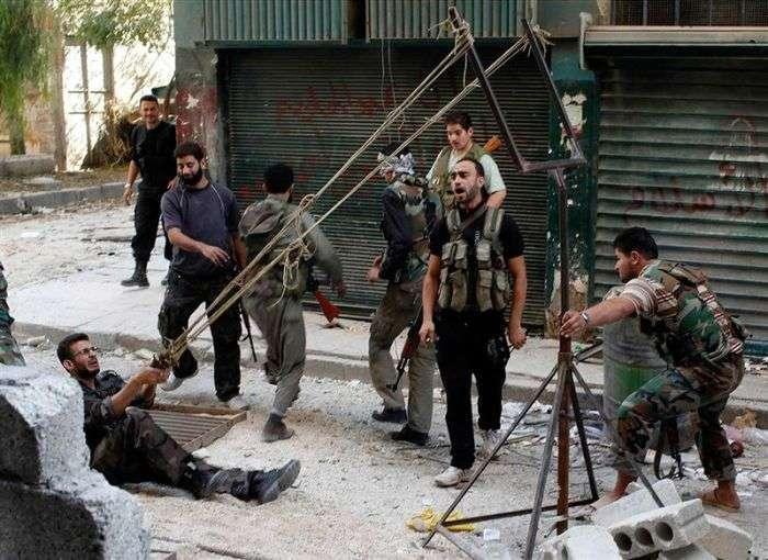 Саморобна рогатка сирійських повстанців для запуску гранати (4 фото)
