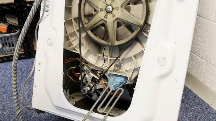 Как вытащить из стиральной машины мелкие предметы, попавшие за барабан Самоделки