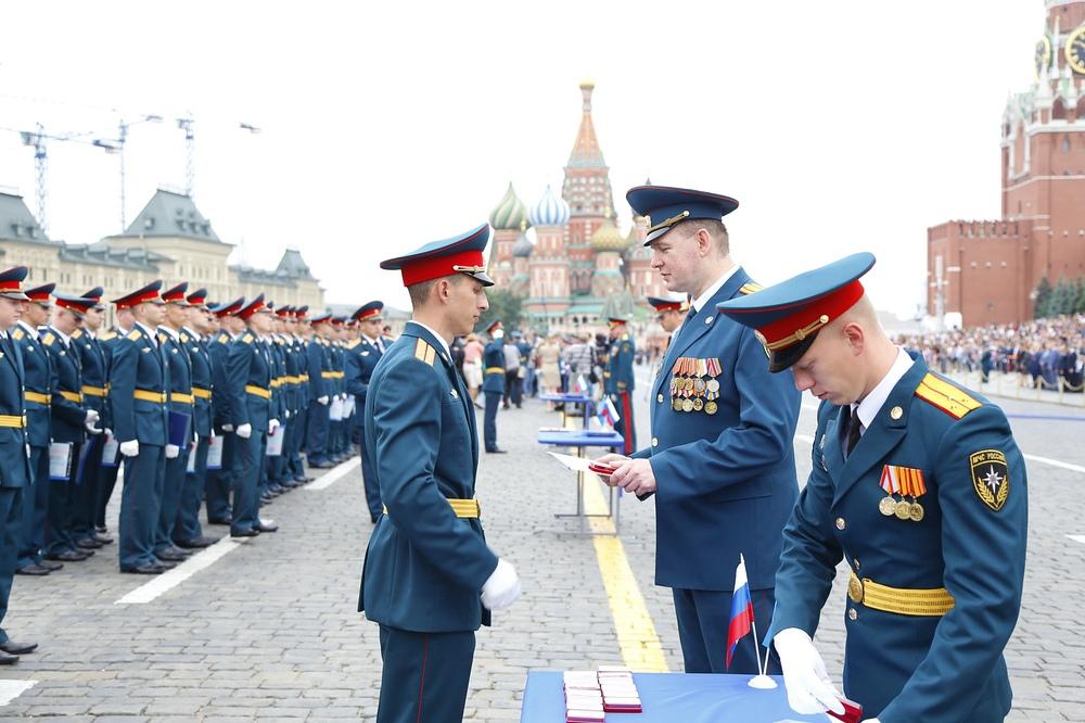 Приглашение на выпуск молодых специалистов МЧС на Красную площадь Москва,анонс друзей