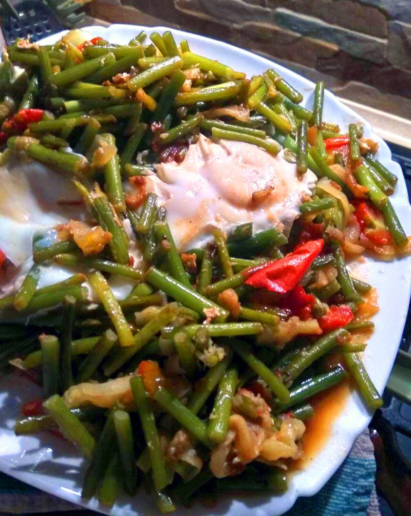 Рецепт яичницы с чесночными стрелками Кулинария,Завтраки,Кухня,Овощи,Продукты,Яйца