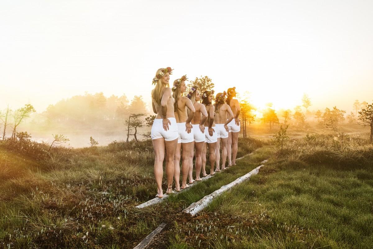 Латвийская женская сборная по баскетболу по особенному поздравила фанатов с праздником Лиго Девушки