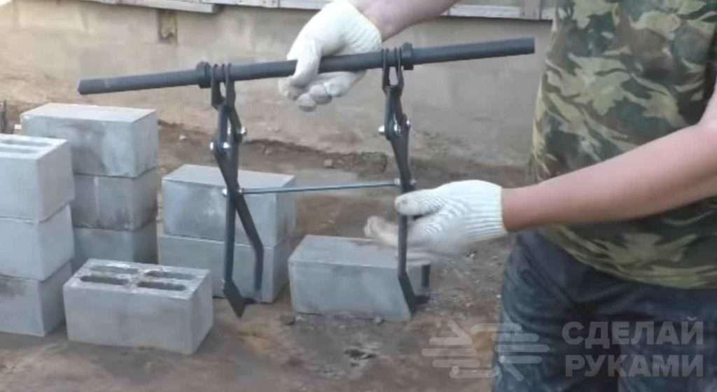 Приспособа для кладки тяжёлых пескоцементных блоков Самоделки