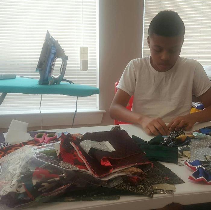 12-летний мальчик шьет галстуки-бабочки для животных в приютах, чтобы помочь им найти дом Интересное
