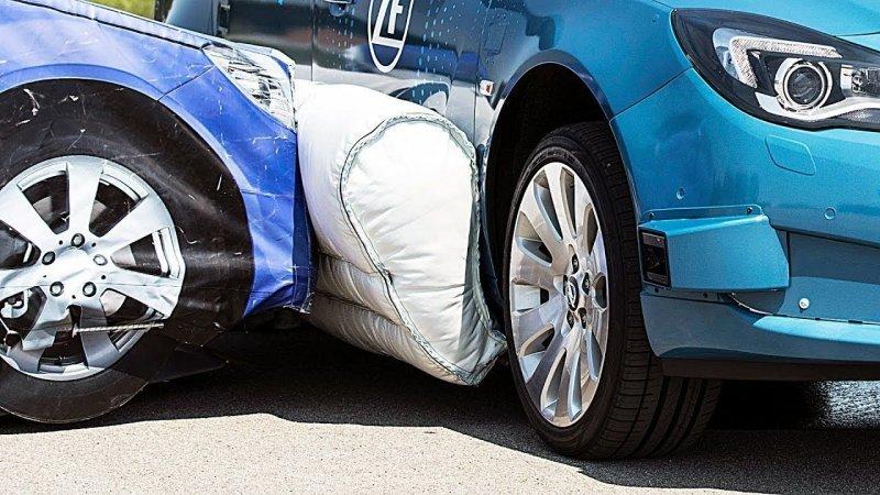 Немцы тестируют первую в мире систему наружных боковых подушек безопасности авто