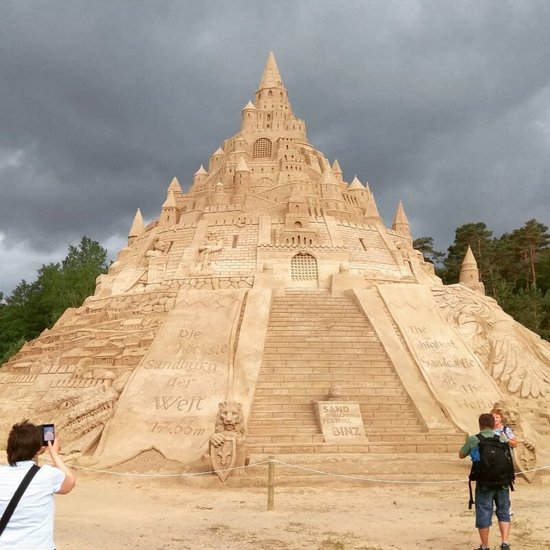 В Германии построили самый высокий в мире замок из песка Интересное