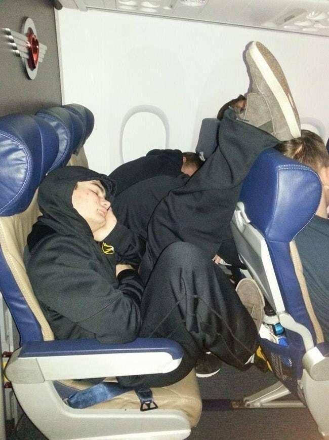 20 людей, с которыми никто не хочет сидеть рядом в самолете   Интересное