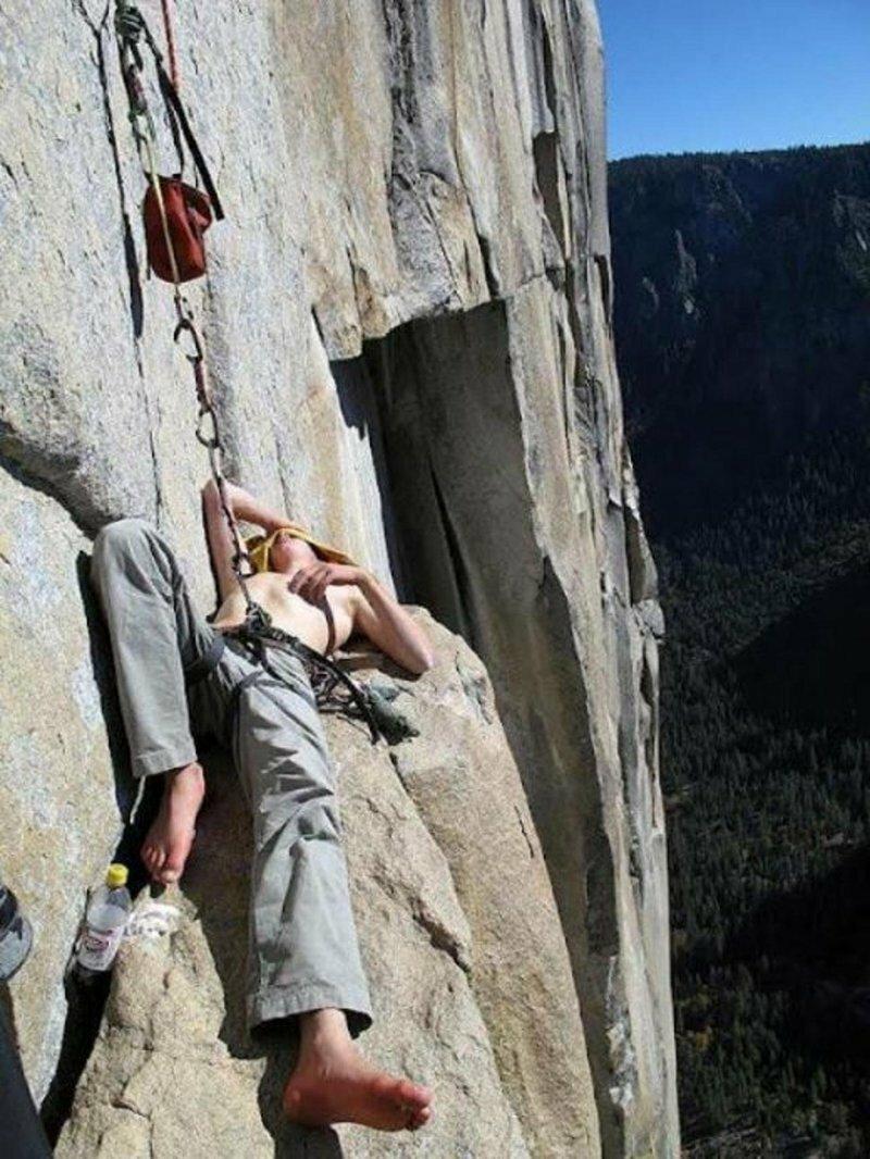 Как спят скалолазы   Интересное