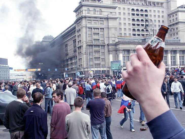 Из истории Москвы: 17 лет назад футбольные фанаты разгромили Манежную площадь Интересное