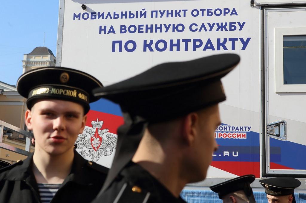 Не служил – не мужик: За что и почему граждане России снова полюбили армию армия