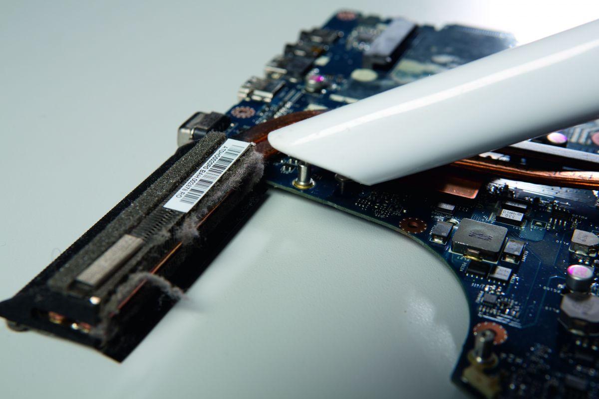 Как почистить ноутбук от пыли самостоятельно: пошаговая инструкция ноутбуки,технологии